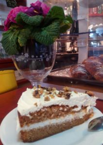 un carrot cake au restaurant le Tetras Ax 3 domaines